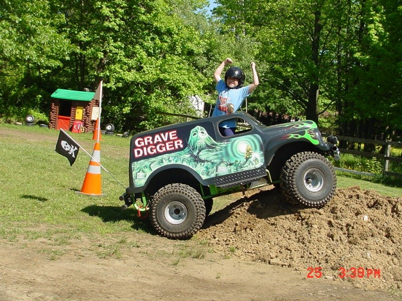 My son's Grave Digger Monster Truck Go-Kart  Dsc00010
