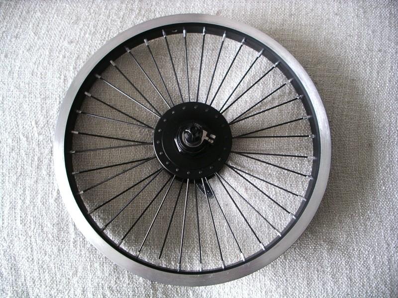 "Montage dynamo de moyeu sur roue de 16"" Imgp0510"