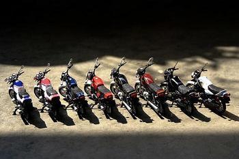 salut à tous les fans de moto Collec10