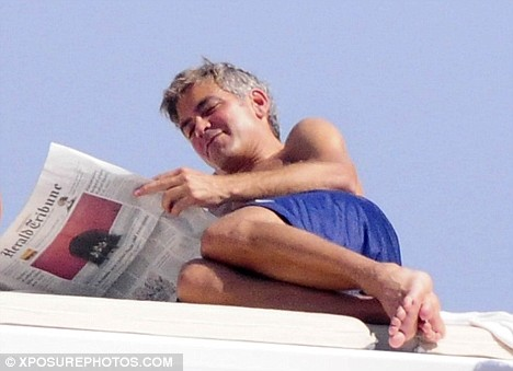 George Clooney is obsessed with fresh socks  - Page 2 Articl10