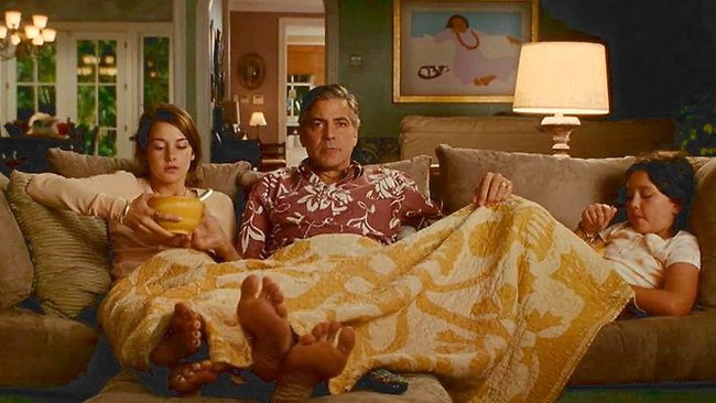 George Clooney is obsessed with fresh socks  - Page 2 Descen10