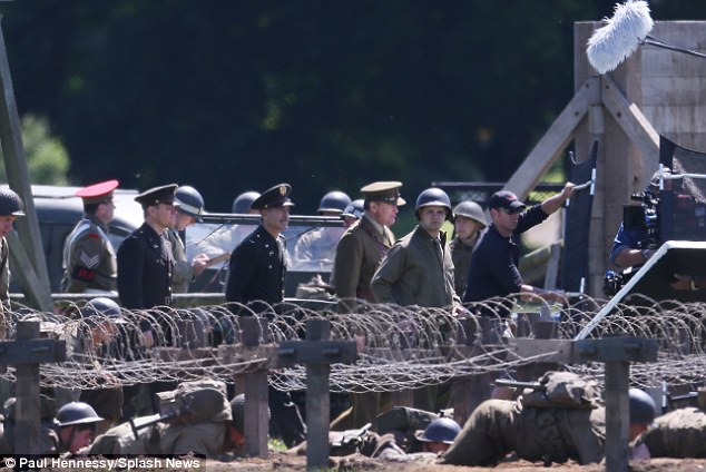 George Clooney filming at RAF/Imperial War Museum Duxford in Cambridgeshire - Page 2 Mm_210