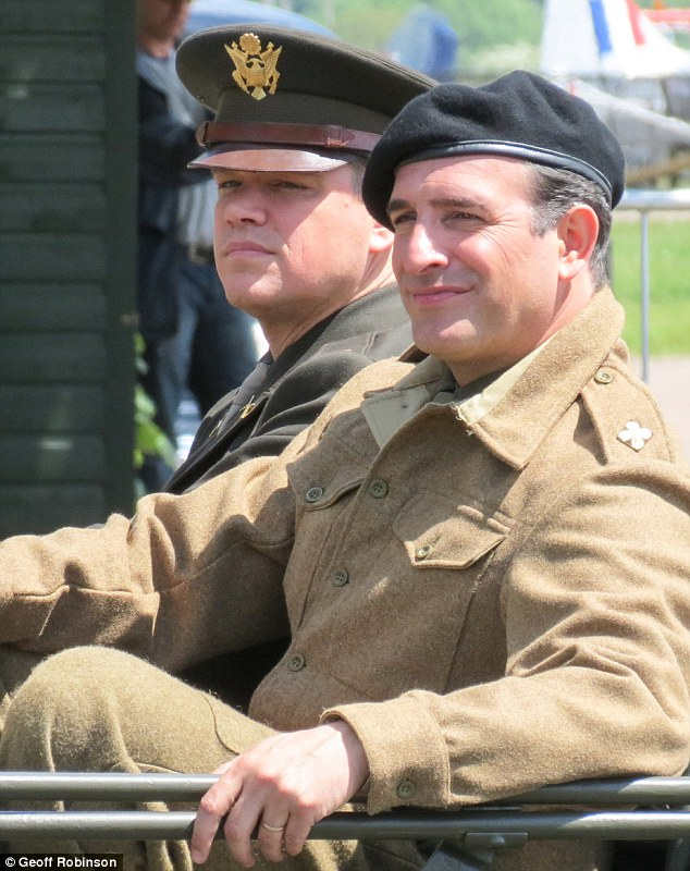 George Clooney filming at RAF/Imperial War Museum Duxford in Cambridgeshire - Page 2 Mm_4_m11