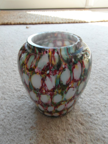 Cased white glass vase with more discipline than spatter Sam_0813
