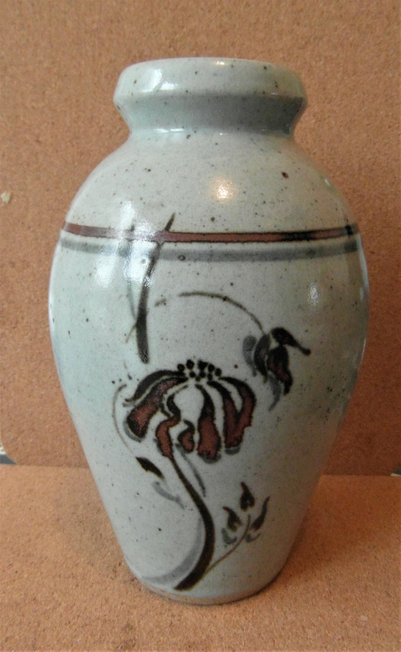 Classic vase shape and decor. Marked MW Sam_3922