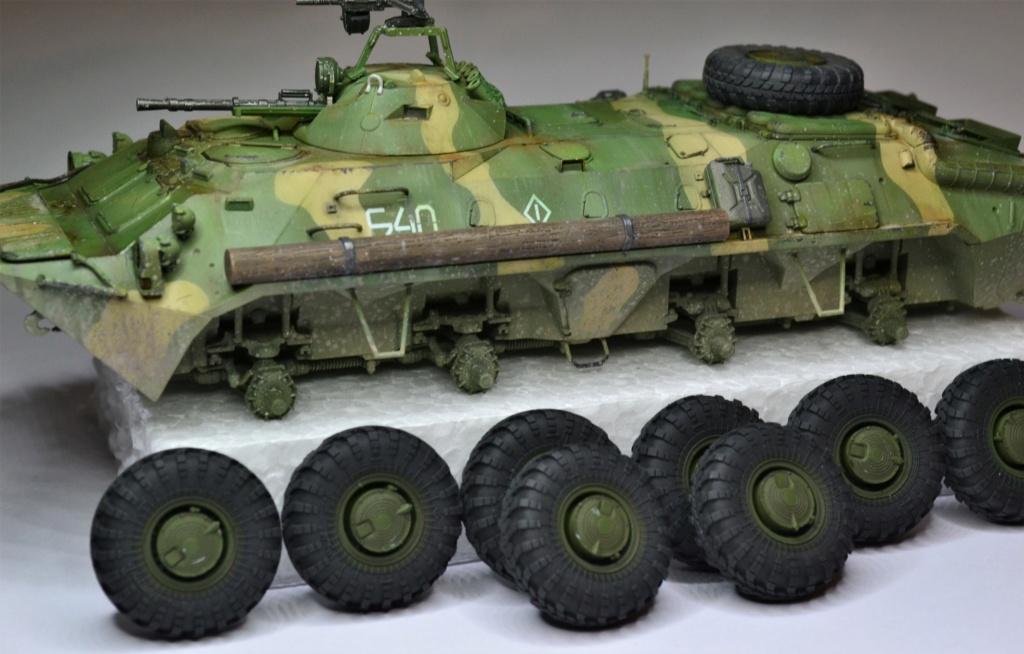 BTR 70 1/35 TRUMPETER . Dsc_0368