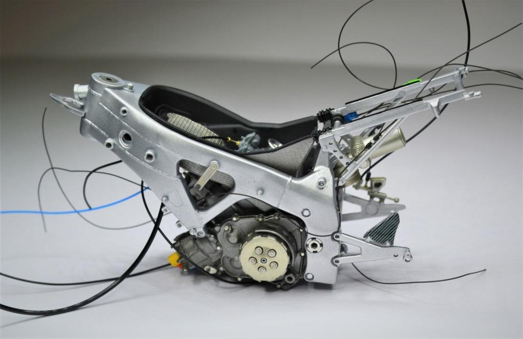 Honda RS 250 RW 1/12 Hasegawa.+ details set de Top Studio . Dsc_0489
