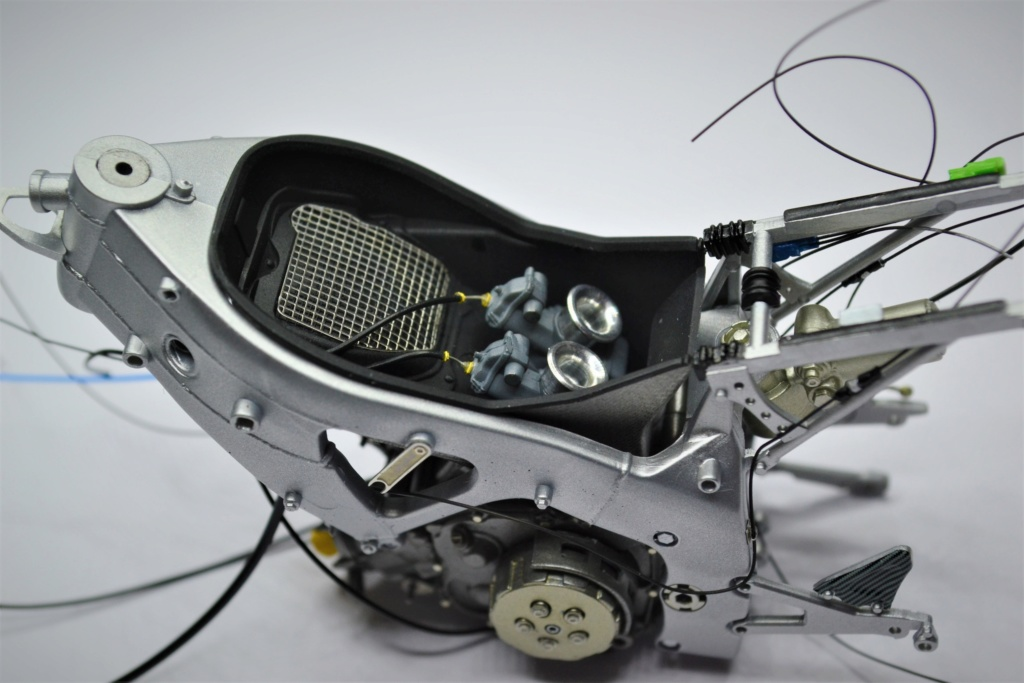 Honda RS 250 RW 1/12 Hasegawa.+ details set de Top Studio . Dsc_0491