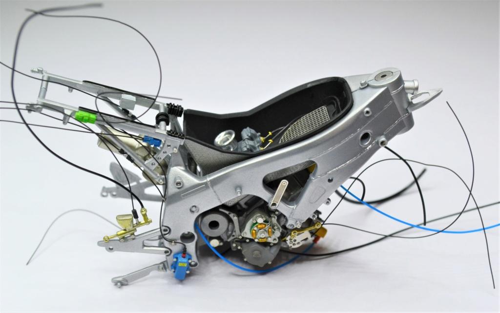 Honda RS 250 RW 1/12 Hasegawa.+ details set de Top Studio . Dsc_0492