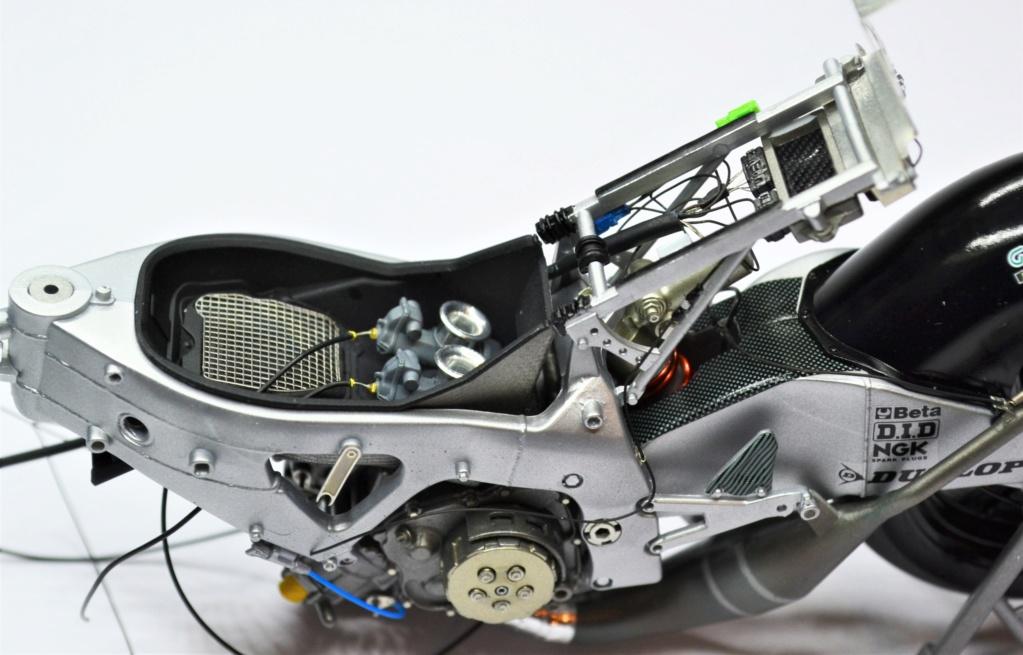 Honda RS 250 RW 1/12 Hasegawa.+ details set de Top Studio . Dsc_0497