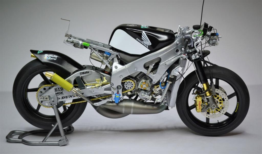 Honda RS 250 RW 1/12 Hasegawa.+ details set de Top Studio . Dsc_0517