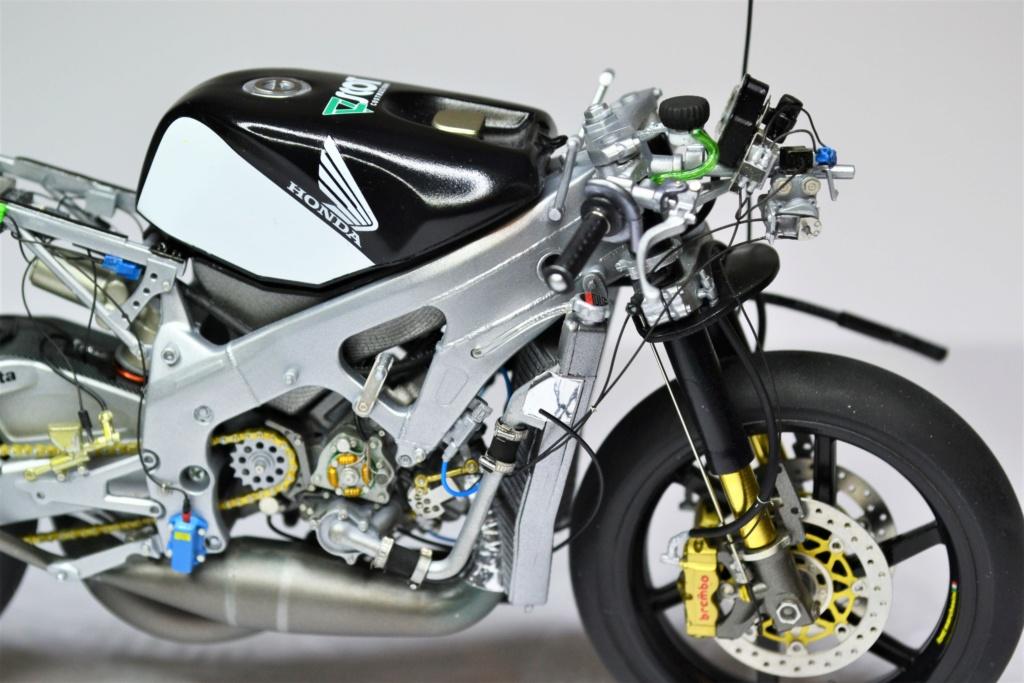 Honda RS 250 RW 1/12 Hasegawa.+ details set de Top Studio . Dsc_0519