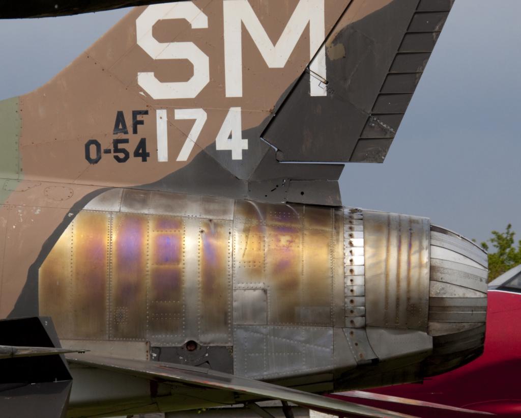 Super Sabre F-100 F 1/72 Trumpeter North_10