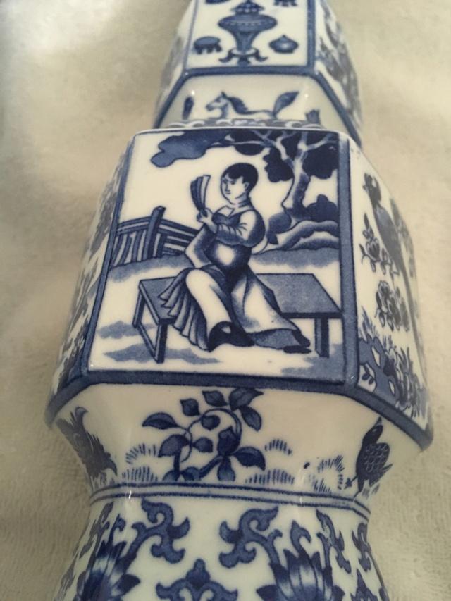Chinese or European blue & white porcelain vases? E1696310