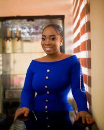 SCAMMER WITH PHOTOS OF MOESHA BUDUONG 1a83