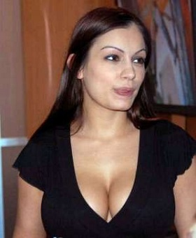 Scammer with photos of  Aria Giovanni  1b36