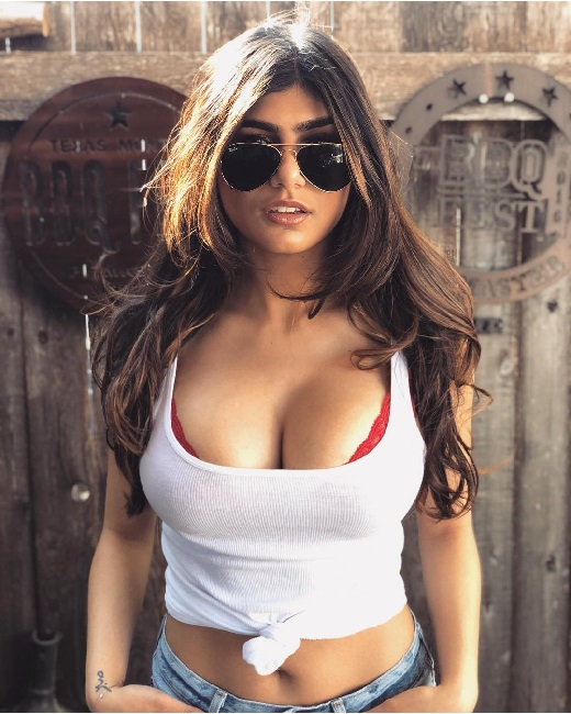 Scammer with photos of Mia Khalifa 1c358