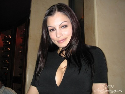 Scammer with photos of  Aria Giovanni  1d54