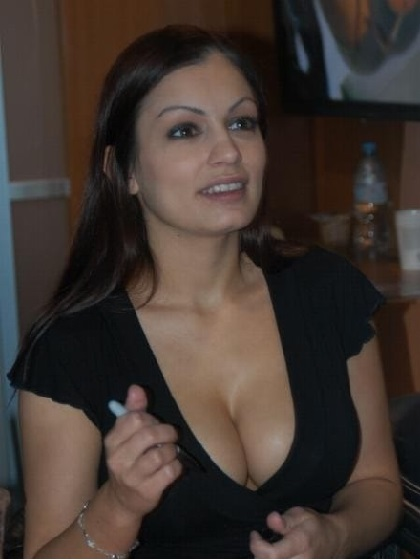 Scammer with photos of  Aria Giovanni  1q137