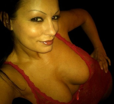 Scammer with photos of  Aria Giovanni  1q45