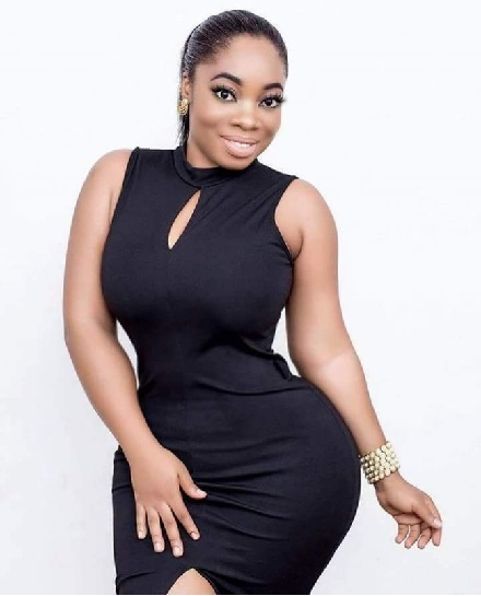 SCAMMER WITH PHOTOS OF MOESHA BUDUONG 1z114