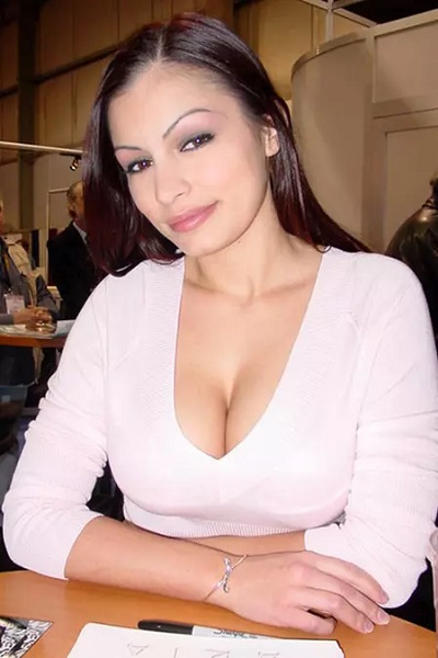Scammer with photos of  Aria Giovanni  28148