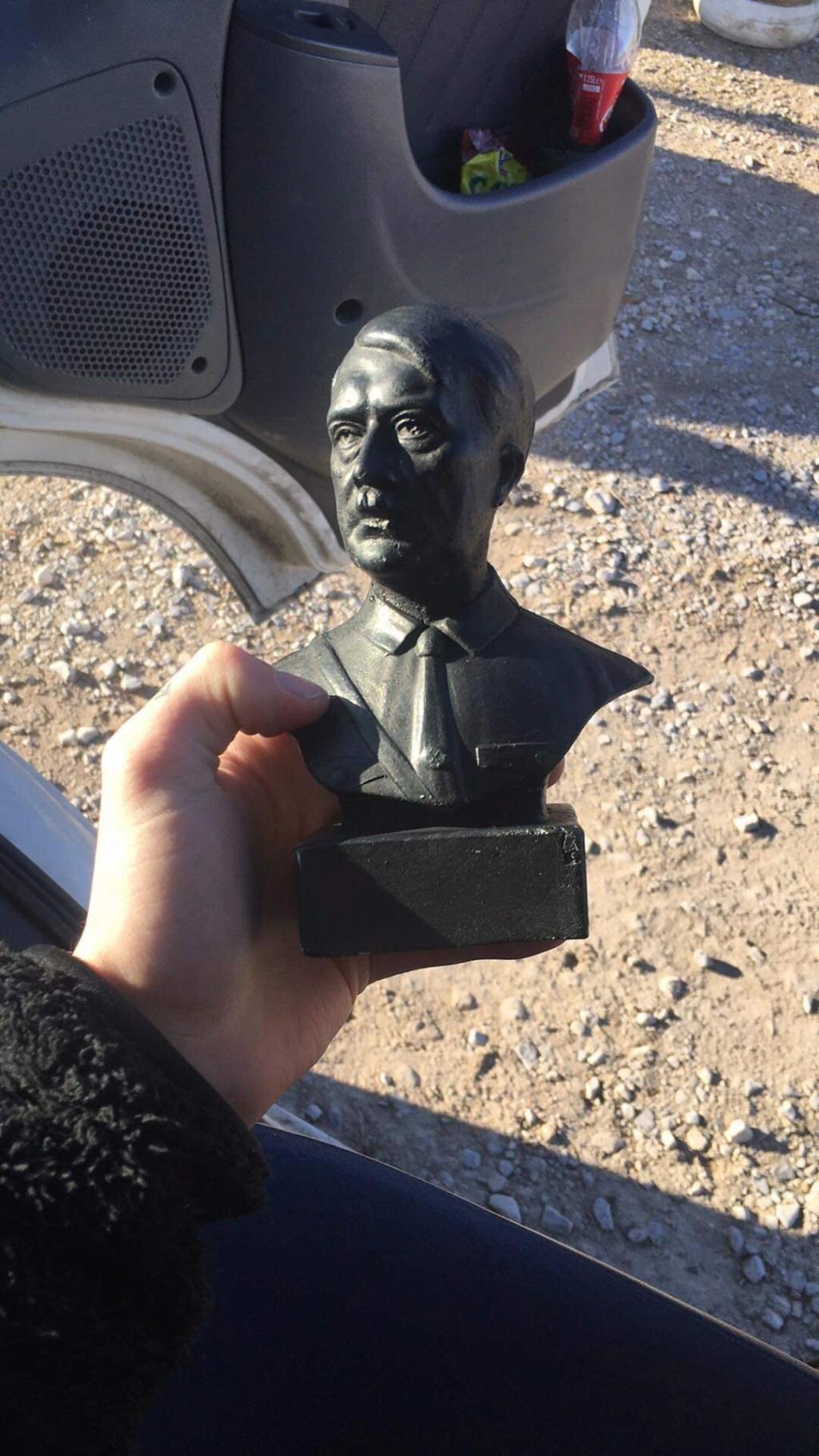 Un buste d'Adolf Hitler pour moi ce matin  46571110