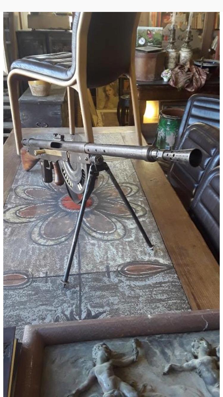 Une mitrailleuse MG08 et une CHAUCHAT  65b91610