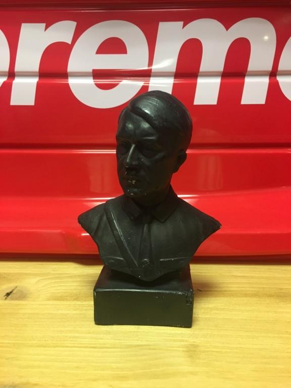 Un buste d'Adolf Hitler pour moi ce matin  B3845d10