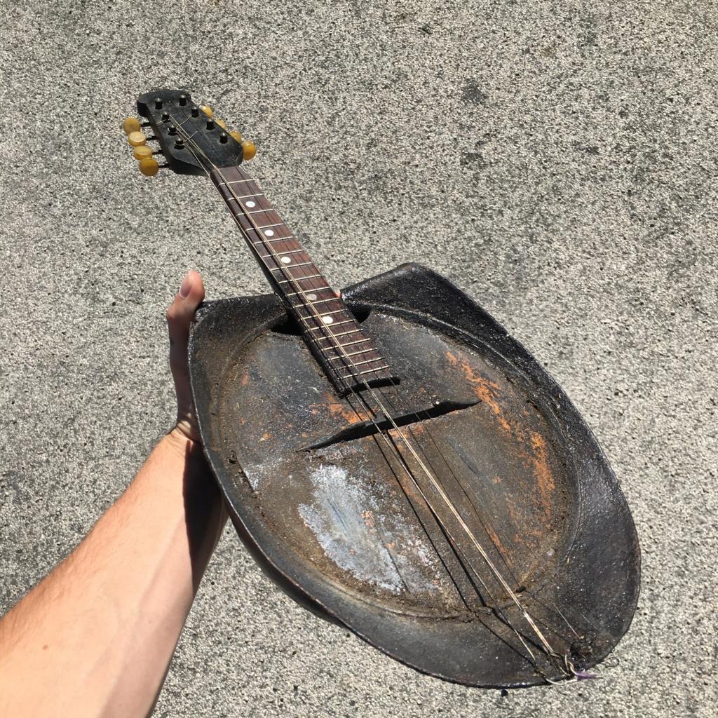 Une mandoline casque adrian F2dcbd10