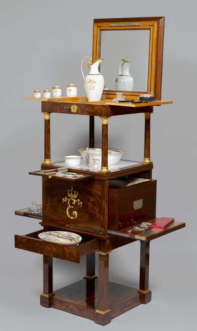 Les meubles à secrets de Rueil-Malmaison 9ef79010