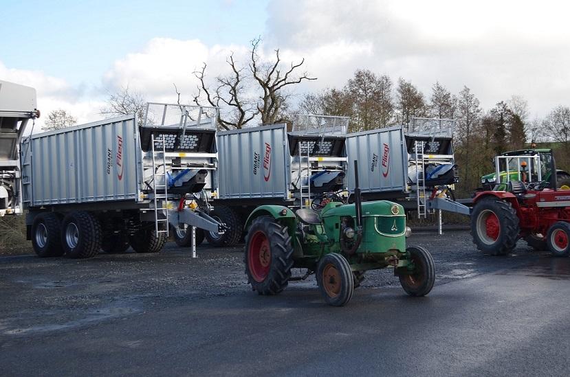 350 photos de vieux tracteurs - Page 3 Fliegl10