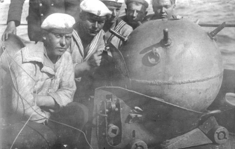 Russian gunboat Bk 1124 au 1/20e sur plan - Page 3 Mina10