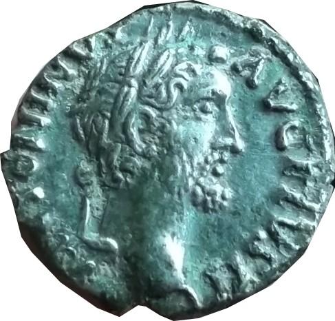 Revers a identifier ,  d'un denier d'Antonin le pieux ( faux d'époque  ) Dscf7110