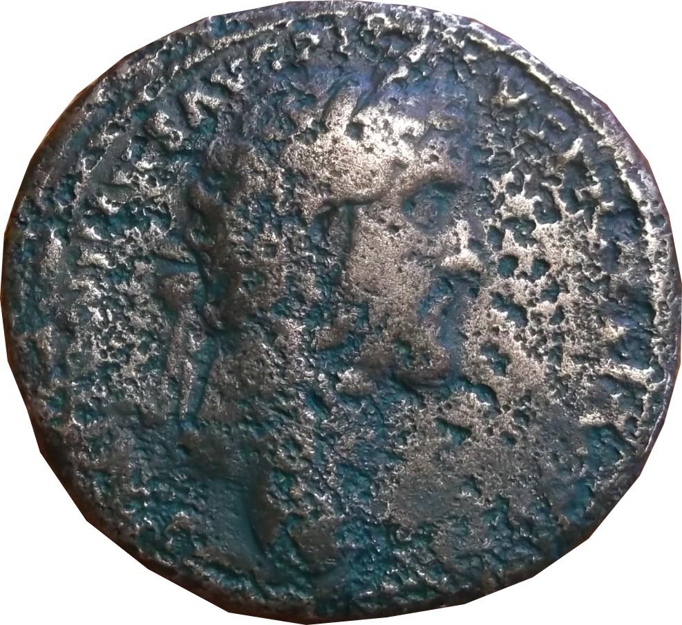 Sesterce a identifier ( Antonin le pieux avec le fleuve Tibre au revers ) Sester13