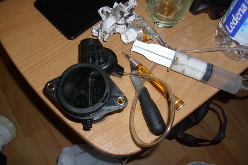 Čiscenje klapne gasa c5 2.0 HDI 2002 Dsci1530