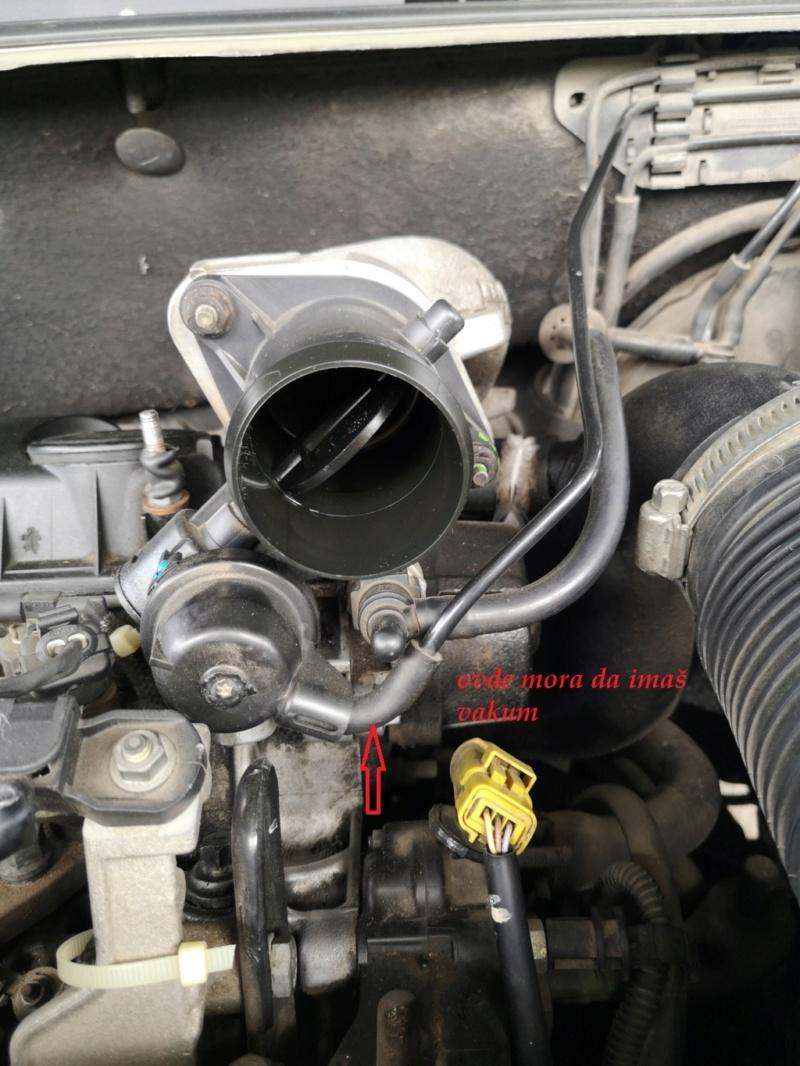 Čiscenje klapne gasa c5 2.0 HDI 2002 Img_2024