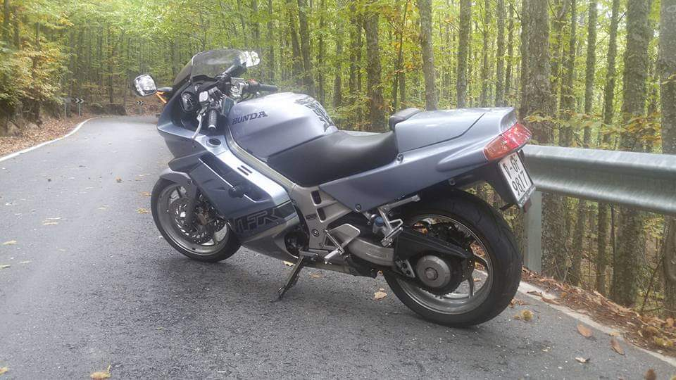 Tu moto moderna o de uso habitual - Página 13 Vfr_tr11