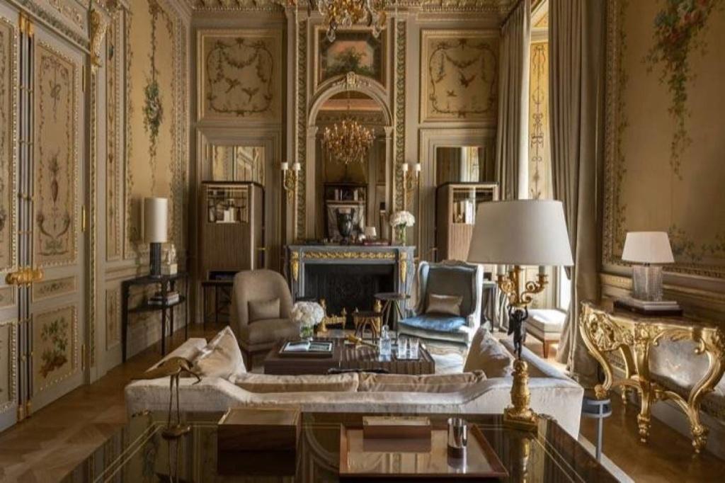L'hôtel de Crillon et son Salon Marie-Antoinette 14500310