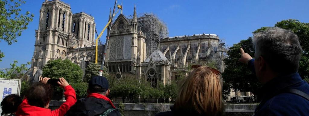 Terrible incendie de Notre Dame de Paris le 15 Avril 2019 au soir - Page 3 19200810