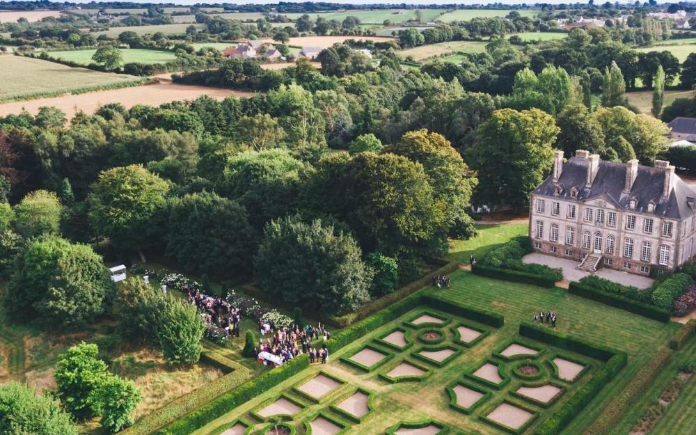 Une belle histoire : le château de Carneville 79925410