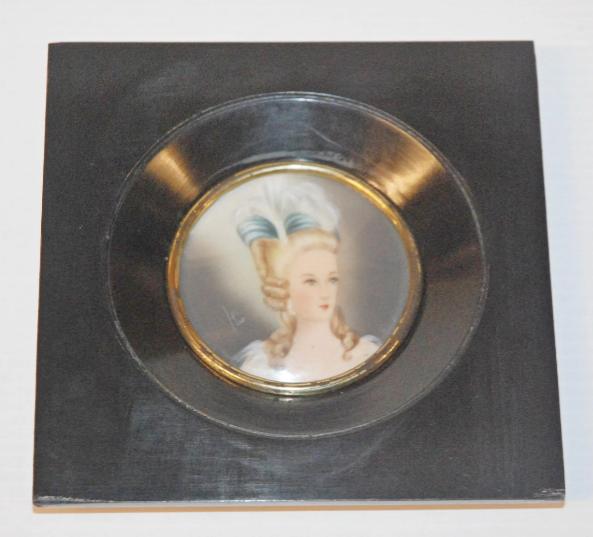 A vendre: miniatures de Marie Antoinette et de ses proches - Page 15 Zducre10