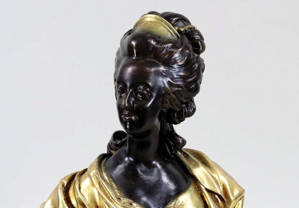 A vendre: bustes Marie Antoinette - Page 10 Zzzz216