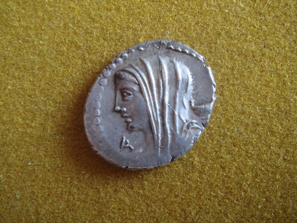 Denario de la gens Cassia. LONGIN III V. Ciudadano votando en urna. Roma. Dsc00425