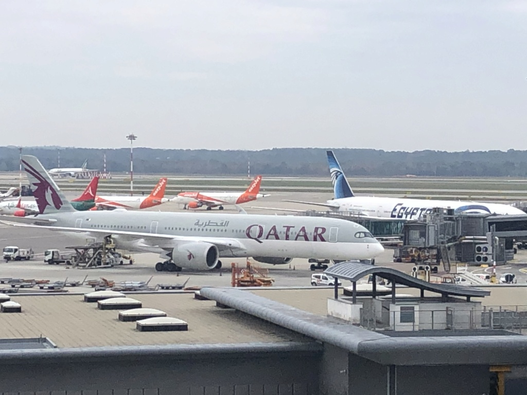 Qatar Airways  2f8aff10