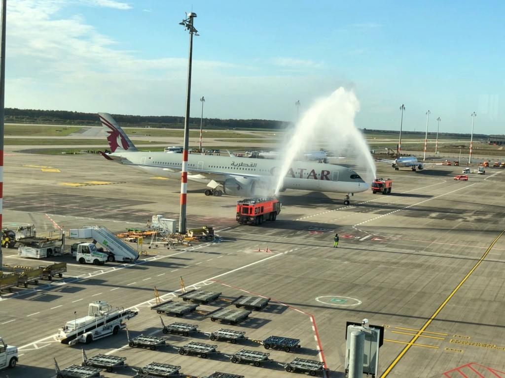 Qatar Airways water cannon a BER  D4150410