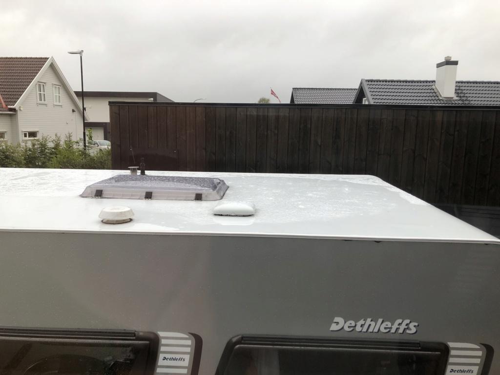 Vannpytt på taket av vogna C1566c10