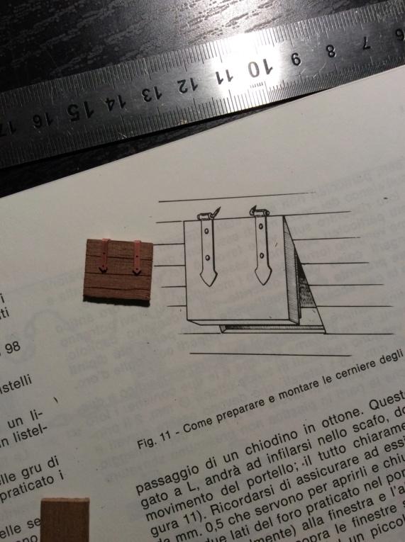 Comment appliquer les gonds de mantelet en PE du kit Corel ? Img_0526