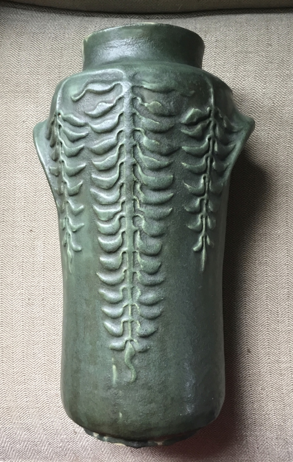 Help identifying maker, US Art Pottery vase 3993c310