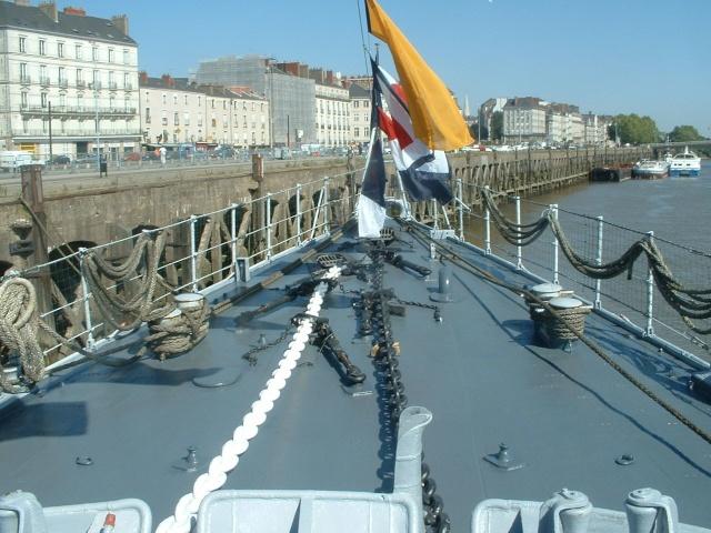Le MAILLE-BREZE (ex escorteur d'escadre devenu Musée) Pavois10